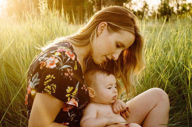 Pegar (ou não) o bebé ao colo afeta o seu DNA!