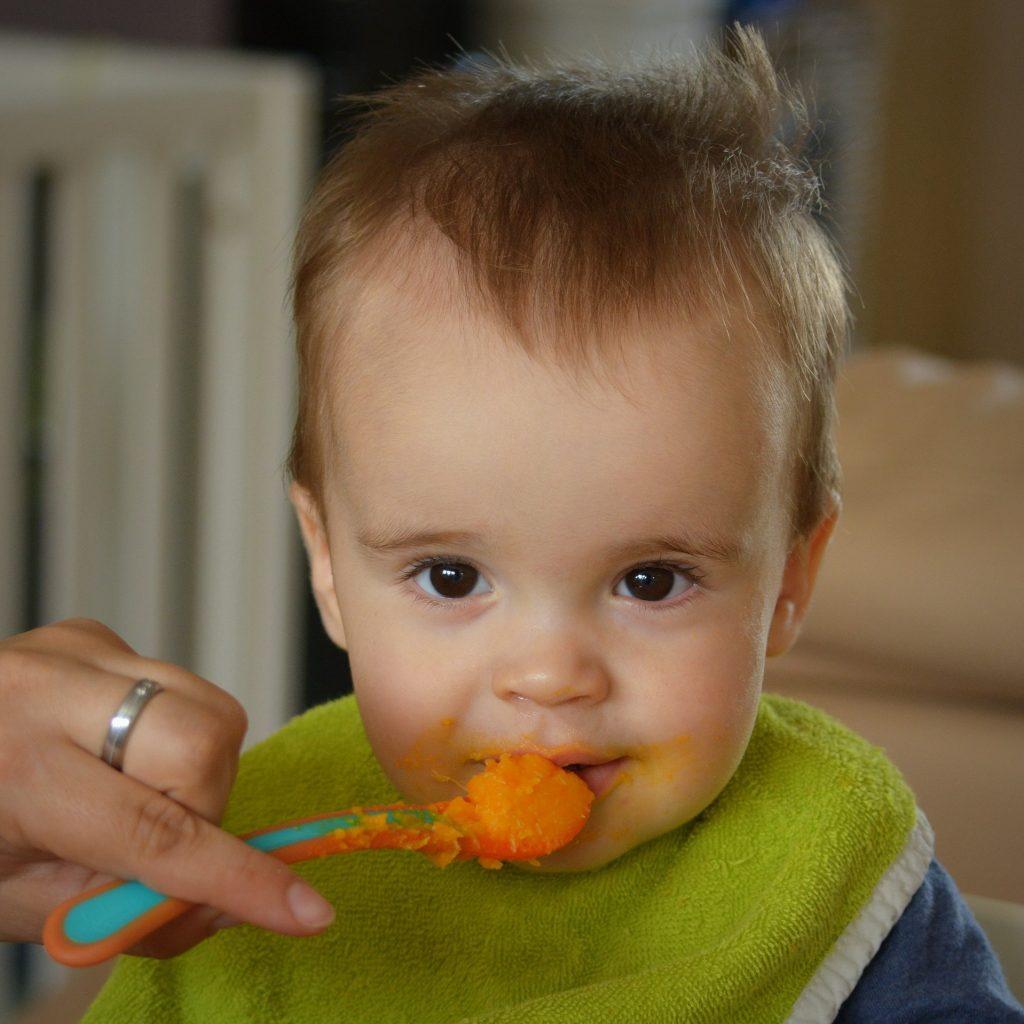 Sabia que o seu bebé pode estar a ingerir diariamente substâncias tóxicas?