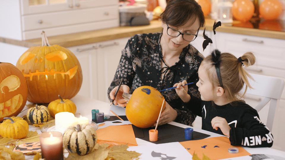 Atividades para fazer com o seu filho em casa neste Halloween